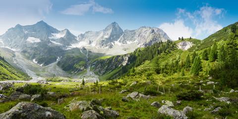 Panoramabild einer Berglandschaft in den österreichischen Alpen Wall mural
