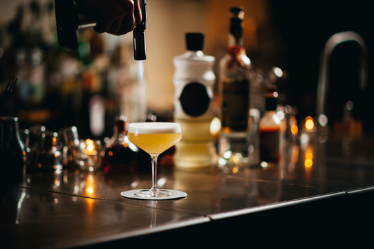 Making a Pisco Sour cocktail