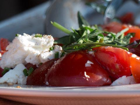 Tomatensalat beim Grillen