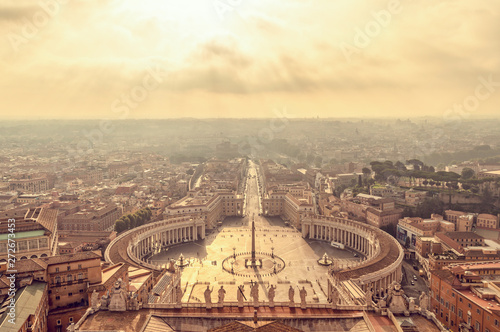 Wall mural Aerial view of St Peter's square in Vatican, Rome Italy