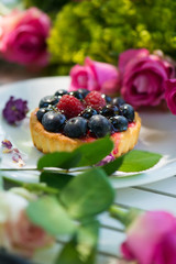 Little friut tartelet with flowers