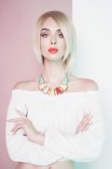Papiers peints womenART Beautiful sexy blonde with professional classic make-up
