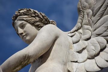 Statue der Nike mit Flügeln auf der Berliner Schlossbrücke