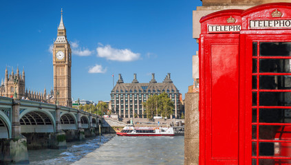 Fototapete - London symbols, Big Ben and Red Phone Booths with boat on river in England, UK