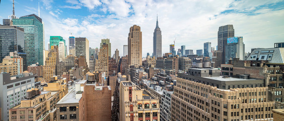 Fototapete - Panoramic view of Manhattan skyscrapers, New York city, cloudy spring day