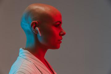 Portrait of an attractive bald woman wearing jacket Fototapete