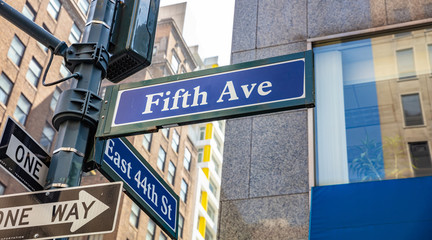 Fototapete - 5th ave and E44 corner. Blue color street signs, Manhattan New York downtown