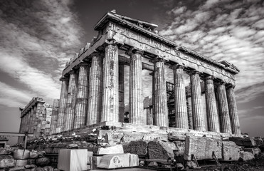 Fototapete - Parthenon in black and white, Athens, Greece. Ancient Greek Parthenon is a top landmark of Athens. Dramatic view of remains of the antique Athens city. Famous temple ruins on the old Acropolis.
