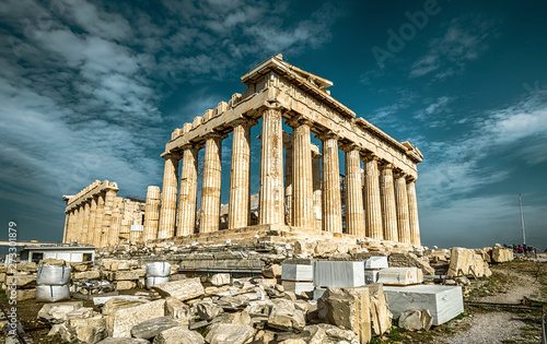 Fototapete Parthenon on the Acropolis of Athens, Greece. Ancient Greek Parthenon is a top landmark of Athens. Dramatic view of remains of the antique Athens city. Panorama of the famous temple ruins in summer.