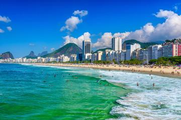 Fotomurales - Copacabana beach in Rio de Janeiro, Brazil. Copacabana beach is the most famous beach in Rio de Janeiro. Sunny cityscape of Rio de Janeiro