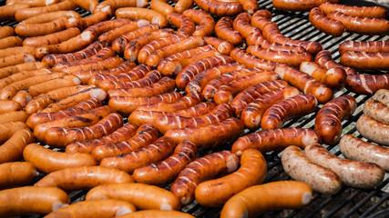 grill kiełbasa - sezon grillowy-