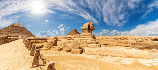 The Sphinx in front of the Pyramids, beautiful panoramic view Fototapete