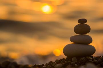 Estores personalizados con paisajes con tu foto stack of zen stones on pebble beach