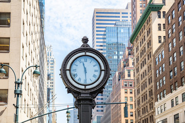 Fototapete - New York, Manhattan 5th ave. Skyscrapers and big clock
