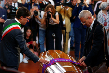 Mourners pay tribute to Zeffirelli's coffin in Florence