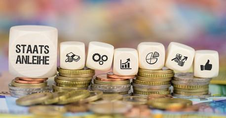 Staatsanleihe / Münzenstapel mit Symbole