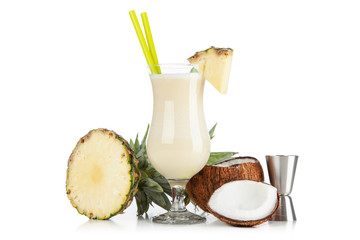 Fotoväggar - Pina Colada Cocktail isolated on white background