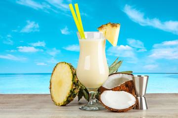 Fotoväggar - Pina Colada Cocktail on a seaside