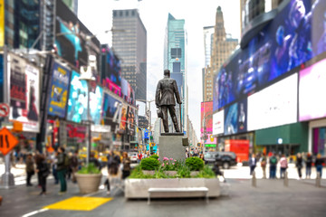 New York, Times Square. Scyscrapers, colorful signs, ads and George Cohan statue Fotomurales