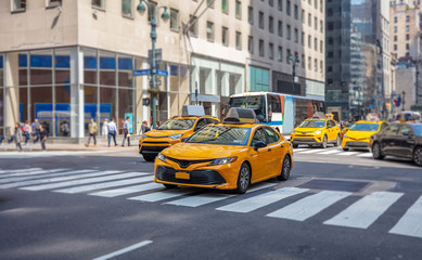 Fototapete - New York, streets. High buildings, cars and cabs