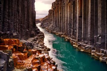 Fotorolgordijn Chocoladebruin Studlagil basalt canyon, Iceland