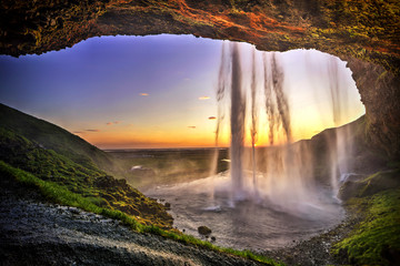 Photo sur cadre textile Marron chocolat Seljalandfoss from behind cave interior, Iceland