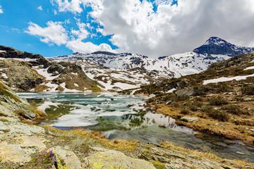 Valmalenco (IT) - Disgelo primaverile al laghetto di Campagneda