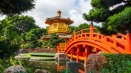 The Golden Pavilion in Nan Lian Garden, Hong Kong Fototapete