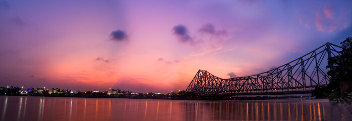 Panorama of Howrah bridge on river Ganges in kolkata city , India Papier Peint