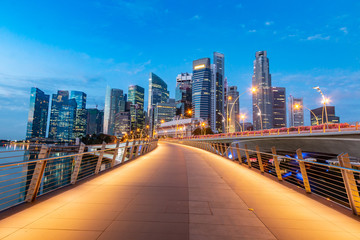 Beautiful and modern Singapore city walkway view Fototapete