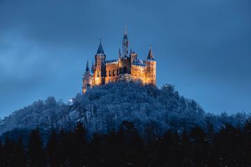 Burg Hohenzollern im Winter, beleuchtet Fototapete
