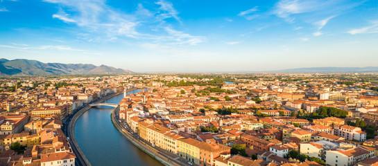 Città di Pisa, lungarno e ponte di Mezzo vista aerea con drone. Fototapete