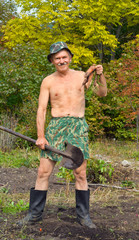 Man with spade and carrot 1