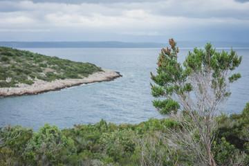 Blick über Bucht von Pelješac in Kroatien