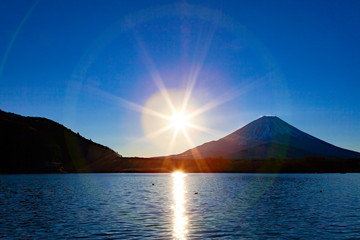 Wall Mural - 富士山と光芒、山梨県富士河口湖町精進湖にて