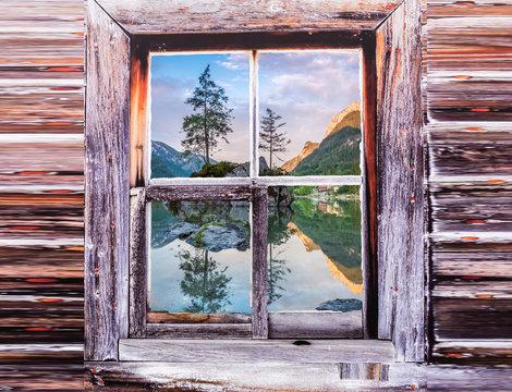Blick auf den Hintersee durch ein Fenster