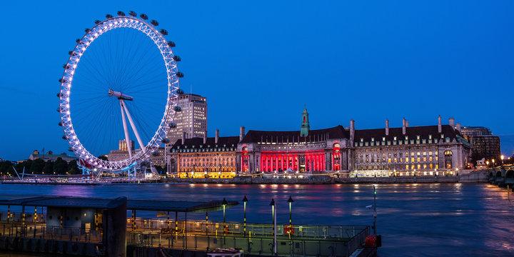 Night view of London eye