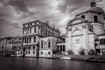 Fototapete - Venice at dusk in black and white, Italy. Panorama of the famous Grand Canal, main street of Venice. Cityscape of Venice with old houses in evening. Beautiful vintage buildings of Venice in twilight.