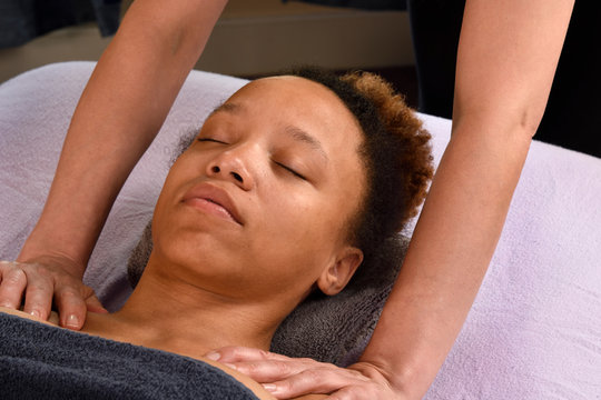 Massage Shoulders at Day Spa