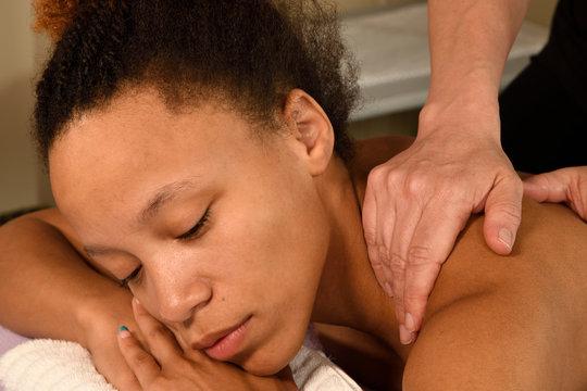 Massage Back and Shoulder