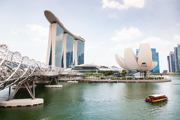Papiers peints Singapoure SINGAPORE, SINGAPORE - MARCH 2019: Marina Bay sand and Art Science museum