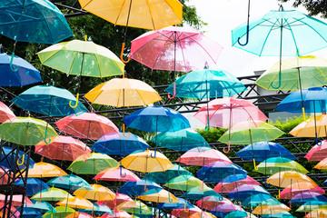 カラフルな傘アート