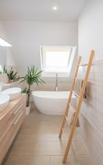Modernes Badezimmer Hochformat