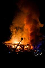 Fototapete - Großbrandsstelle Gebäude Brand Feuer Löschen