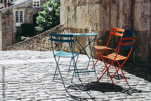 Mobilier de jardin coloré, table et chaises en métal de ...