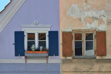 Obraz Vergleich einer Altbau-Sanierung, vorher-nachher - fototapety do salonu