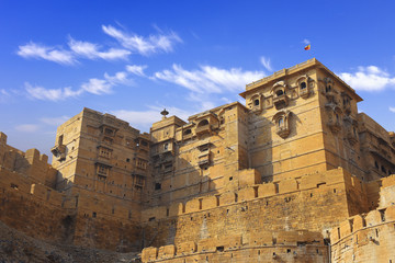 Fototapete - towers of historical Jaisalmer fort with monumental stone walls in old desert Thar city, Rajasthan, India