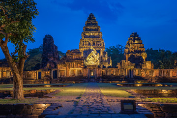 Phi mai castle , historical park and ancient castle  in Nakorn Ratchasima north eastern of Thailand at Twilight Fototapete