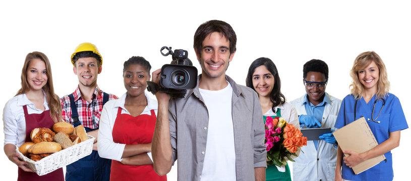 Türkischer Kameramann mit anderen Azubis