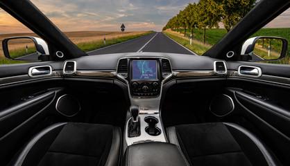 empty autonomous car going to the destination according to navigation